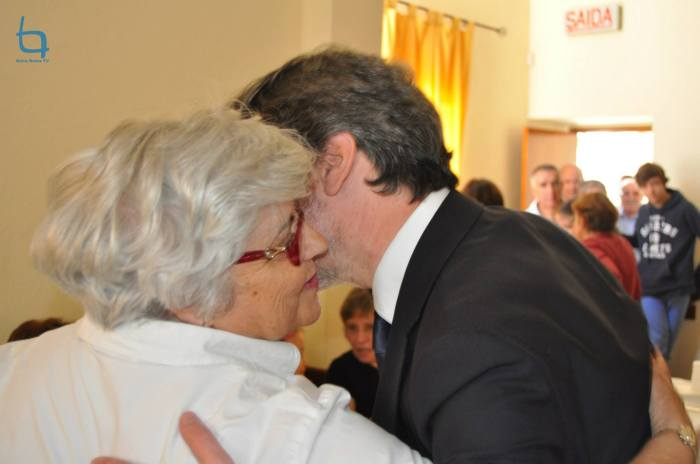 Presidente Luís Correia cumprimenta os comensais